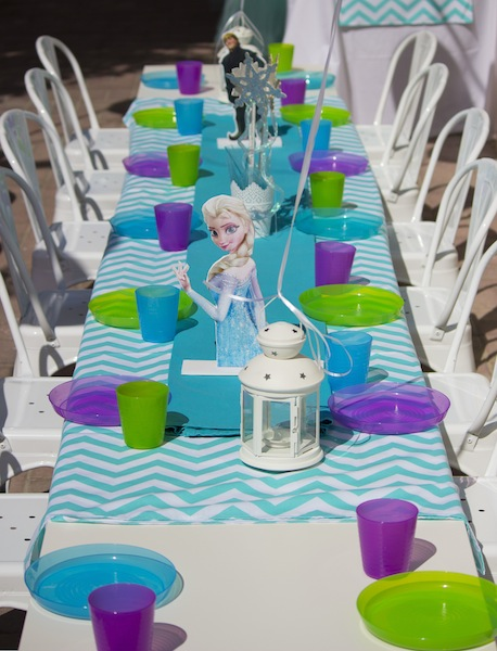 frozen-table-setting-tolix & frozen-table-setting-tolix - Polkadot Party Hire