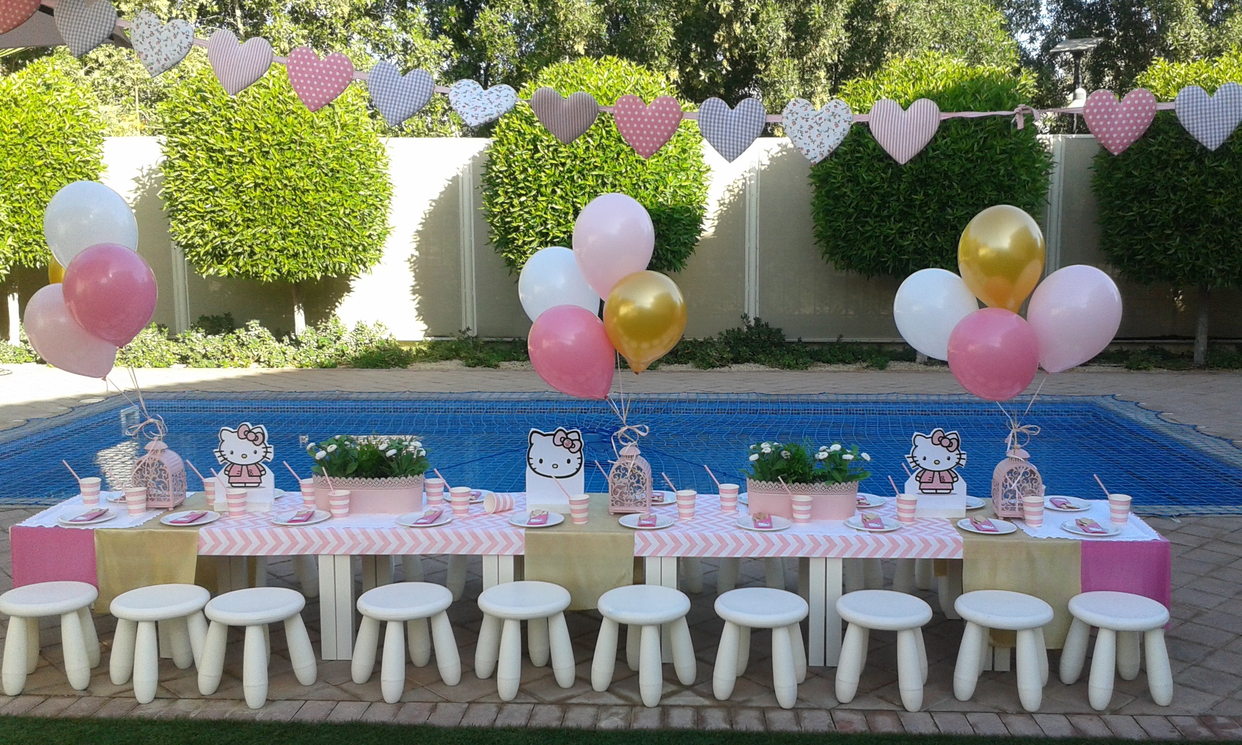 high-res-table-setting-hello-kitty